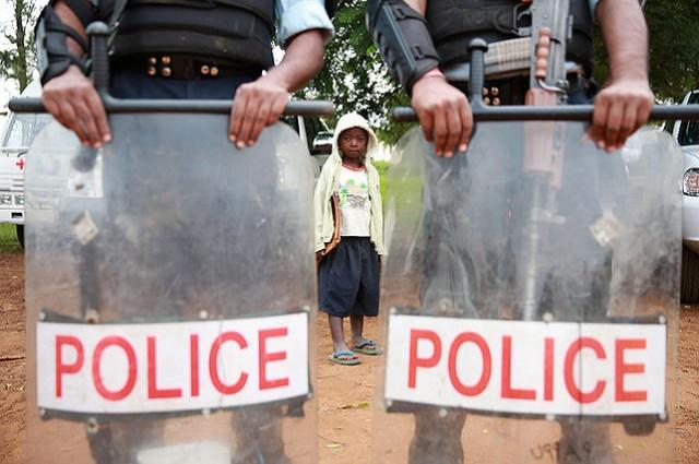 Lubumbashi : la police s'en va-t'en guerre contre les détenteurs des armes illégales