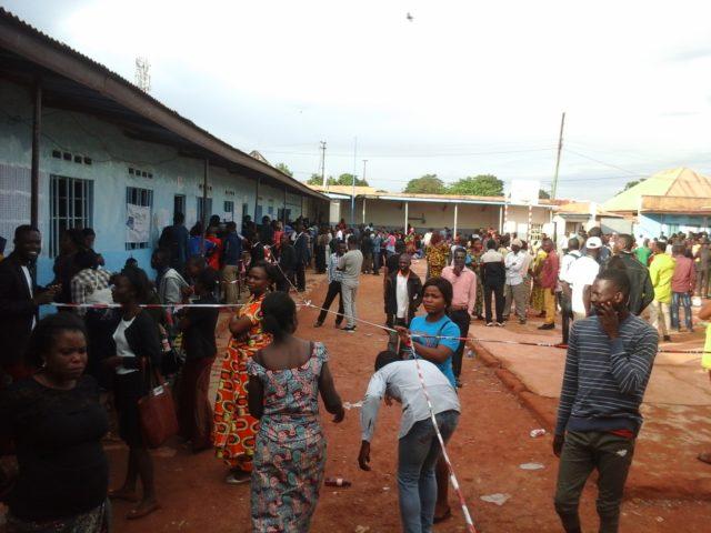 Lubumbashi: Ce matin les témoins attendent l'affichage des résultats dévant les bureaux de vote