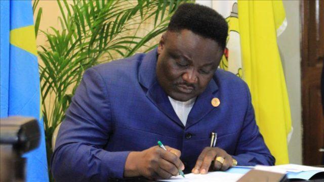 RDC: Olenga Nkoy sous la casquette d'un ecrivain