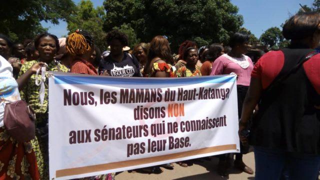 RDC: Les femmes du Haut- Katanga marchent et disent non aux sénateurs corrompus