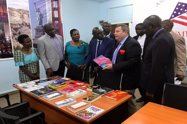 Lubumbashi: Mike Hammer , Ambassadeur Americain inaugure l'Espace américain