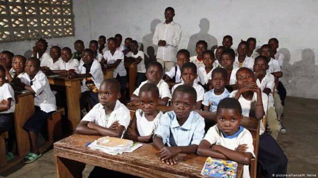 RDC: gratuité de l'enseignement, plus de 20 000 écoles publiques pas concernées, selon Jean-Marie Mangombe