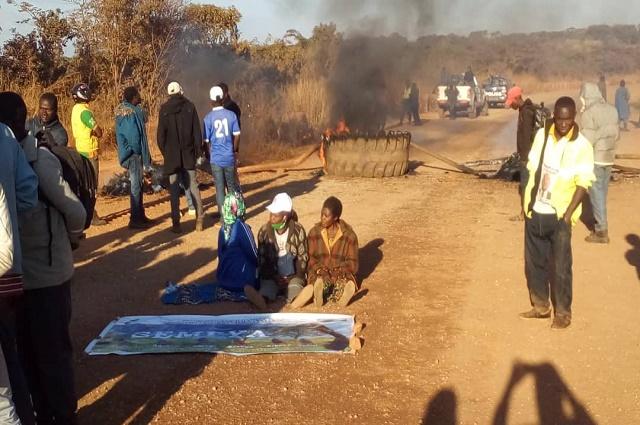 Haut-Katanga: à Sakania des habitants mécontents passent nuit  devant l'entreprise Frontier SA