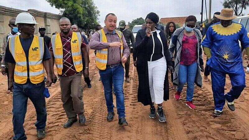 Lualaba: Fifi Masuka a lancé les travaux de réhabilitation des avenues à Kolwezi