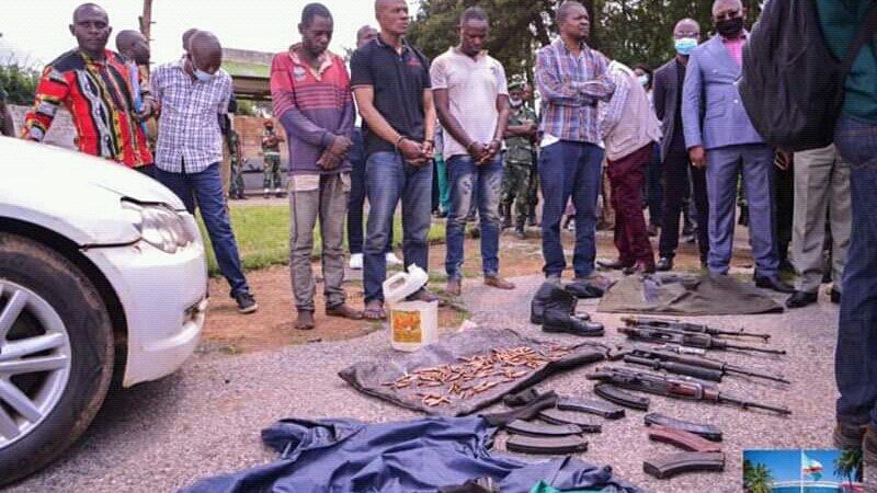 Insécurité à Lubumbashi: les présumés bandits des tirs sur le cambiste ont été arrêté et présenté au gouverneur Kyabula