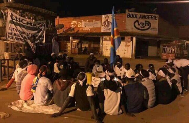 Butembo: les jeunes de la Lucha ont passé nui au rond point VGH pour exiger la fin de tueries à Beni