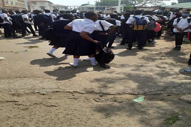 Lubumbashi-Greve des enseignants : des élèves des écoles conventionnées catholiques ont manifestés leur indignation