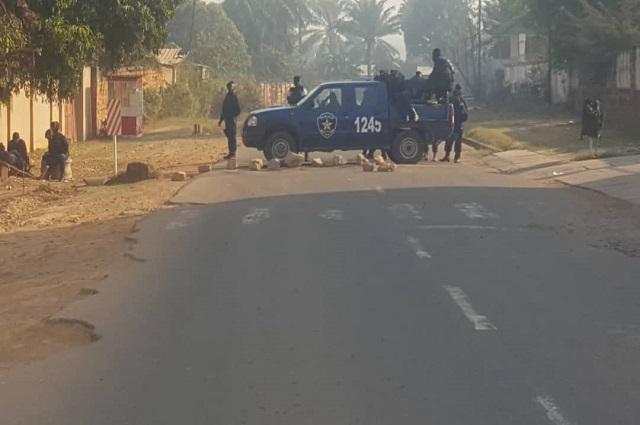 Lubumbashi :  pour empêcher le meeting d'Ensemble,  des policiers déployés à la résidence de Kyungu Wa Kumwanza