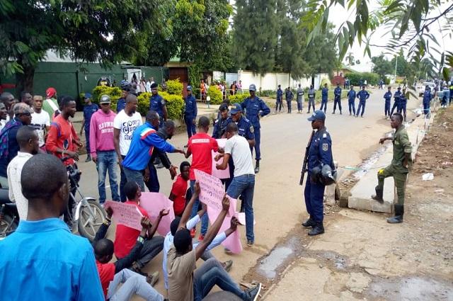 Lubumbashi: les militants du mouvement citoyen la Voix du peuple malmenés par la police au Bâtiment du 30 juin