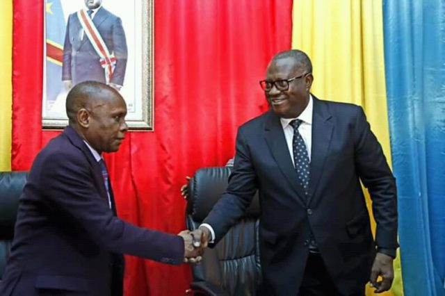 Lualaba: Richard Muyej dépose son budget de plus de 552 millions de dollars pour l'exercice 2019-2020 au président de l'assemblée provinciale