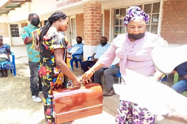 Haut Katanga : sept filles venues des carrières minières formées  en coupe couture par AFMDCO à Kipushi